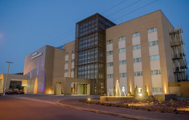 Mac Royal Suites Hotel